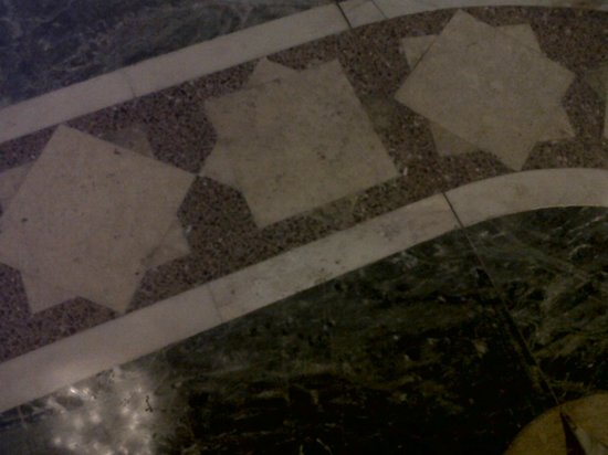 Mosquée Hassan II : Marble flooring inside the mosque