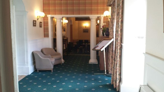 George & Abbotsford Hotel: Going down to dinning room