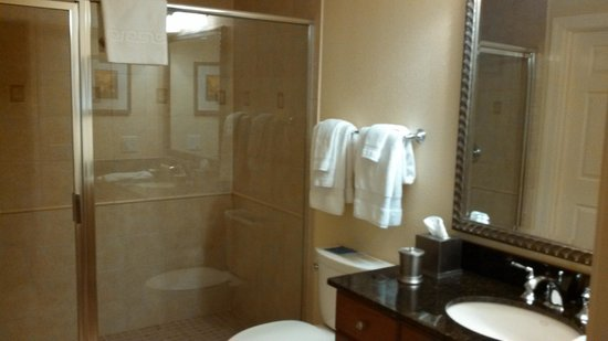 Reunion Resort, A Salamander Golf & Spa Resort: Hallway bathroom