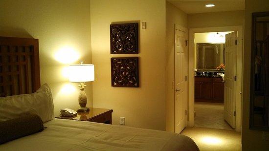 Reunion Resort, A Salamander Golf & Spa Resort: Master bedroom & bathroom