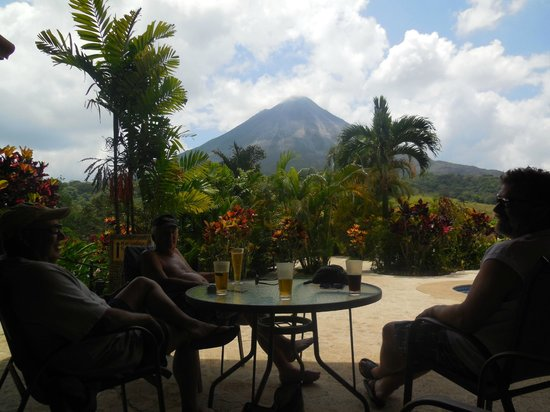 Arenal Kioro Suites & Spa : View from the bistro/bar area near pool