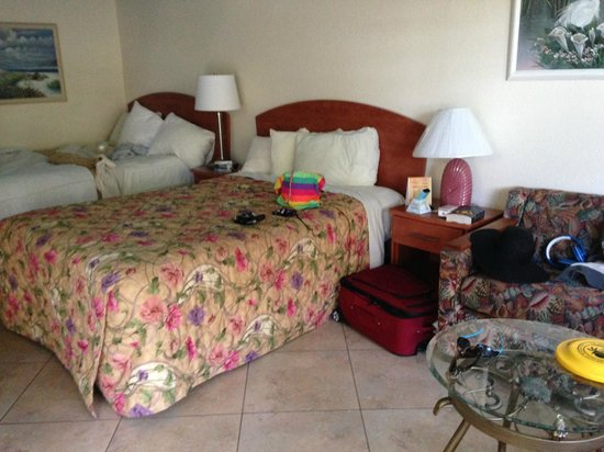 Plaza Beach Hotel - Beachfront Resort : Beds in room
