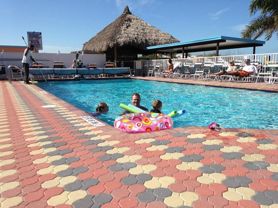 Plaza Beach Hotel - Beachfront Resort : Pool area