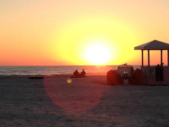 Plaza Beach Hotel - Beachfront Resort: Sunset heaven