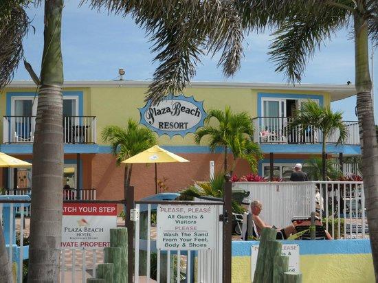 Plaza Beach Hotel - Beachfront Resort : View of hotel from beach area
