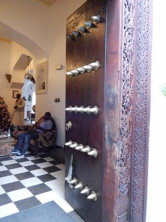 Dhow Palace Hotel: Zanzibari door to the hotel