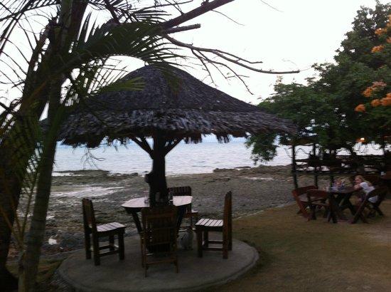Sabai Corner Bungalows: The restaurant at low tide