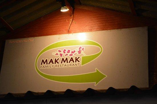 Mak Mak Family Restaurant: Restaurant skilt