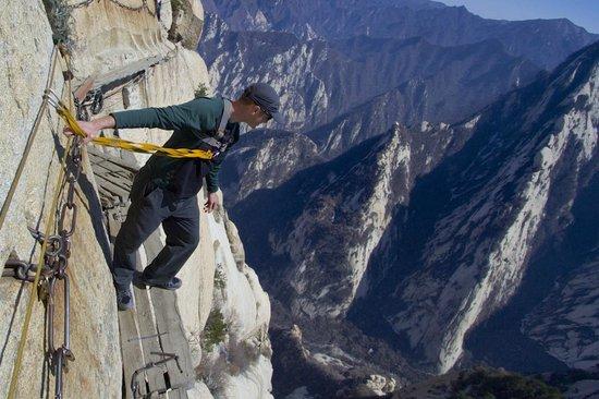 Huayin, Cina: The plank walk