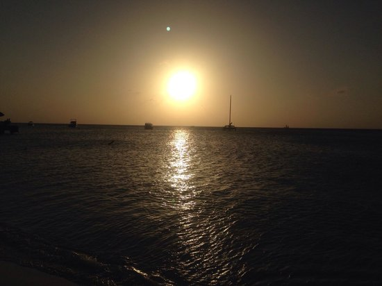 Hilton Aruba Caribbean Resort & Casino: Sunset from the Radisson
