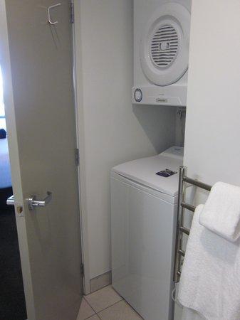 Quest Rotorua Central: washer/dryer in bathroom