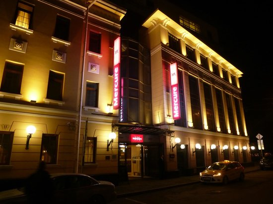 Mercure Arbat Moscow: Exterior by night