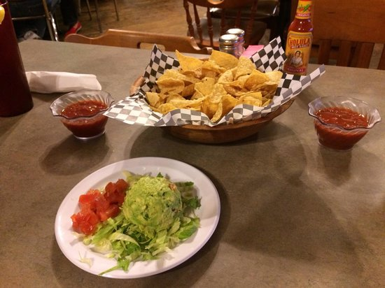 Kent's Tex Mex: Guacamole & chips with salsa