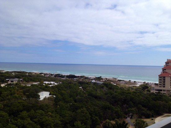 TOPS'L Beach & Racquet Resort: View from our 11th floor balcony of the summit building