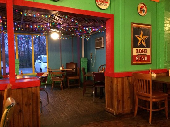 Kent's Tex Mex: Seating area