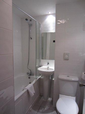 Glasgow Pond Hotel: bagno