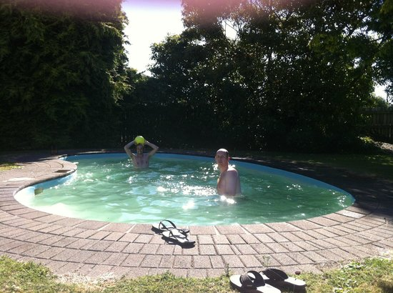 Berkenhoff Lodge: sunny pool fun