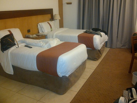 Holiday Inn Accra Airport: Beds were Ok.