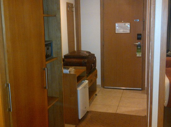 Holiday Inn Accra Airport : Entrance to the room