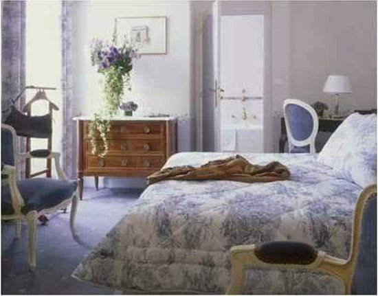 Hotel Residence Foch: Lavender room + balcony with view to Eiffel Tower