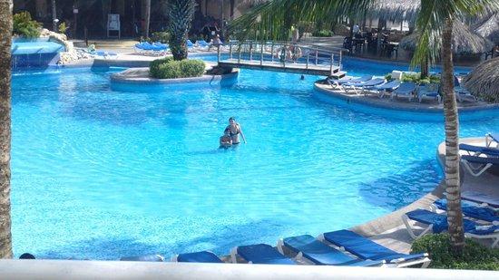SUNSOL Isla Caribe : piscina de la zona real es la mas grande