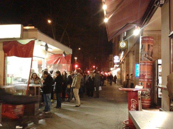 Mustafa's Gemüse Kebab: The queue