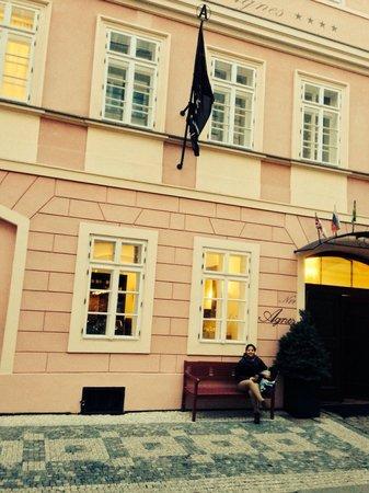 Hotel Residence Agnes: Fachada del hotel A unos pasos del corazón de la ciudad vieja