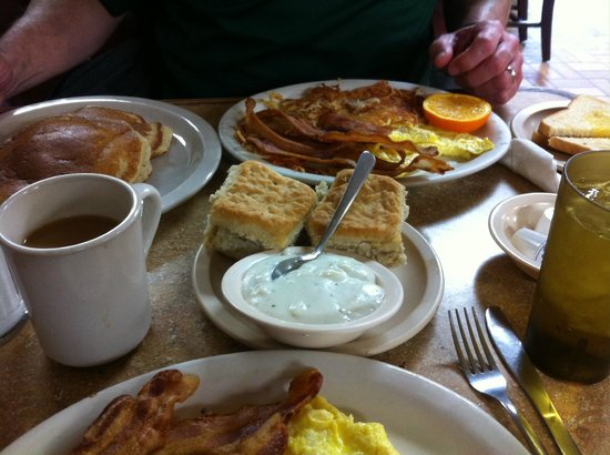 Old Rock House Bed and Breakfast: Breakfast at the Koffee Kup