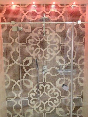 Hotel Moresco: iluminação especial no box do banheiro
