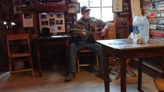Luckenbach Texas General Store : Jimmy Lee Jones playing and singing