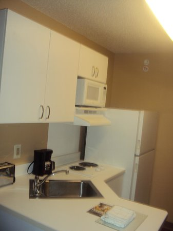 Extended Stay America - Mt. Olive - Budd Lake : Microwave and Cupboards