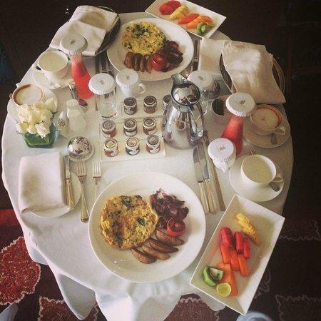The Ritz-Carlton, Bangalore: breakfast room service