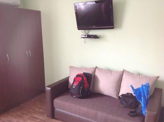Hin Yerevantsi Hotel: Cantenas de canais na TV por satélite