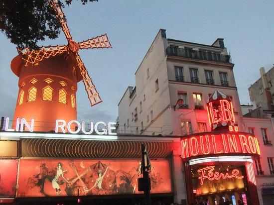 Moulin Rouge: ムーランルージュの夕景