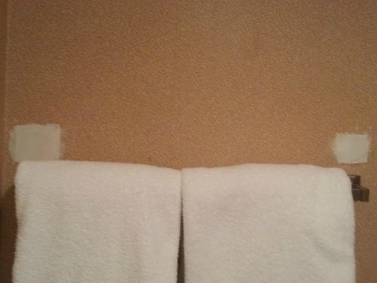 Hawthorn Suites by Wyndham Columbus North: Towel rack replaced but wall never repainted(?)