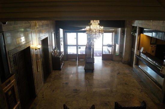 Gaslamp Plaza Suites: Foyer