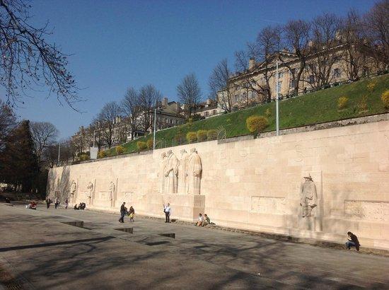 Reformation Wall (Mur de la Reformation): Mur de la Reformation - ao lado da Universidade