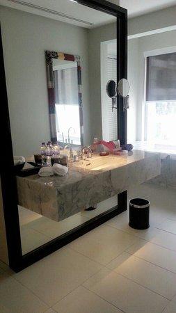 Mode Sathorn Hotel: Toilet in urban deluxe room