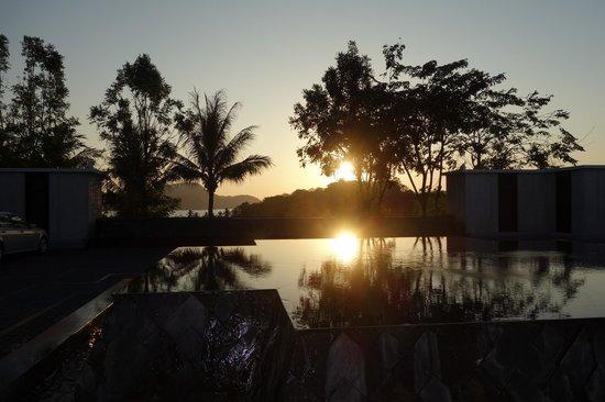 Amatara Wellness Resort: Sunset from Hotel Lobby