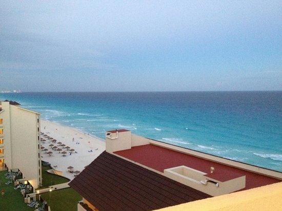 The Royal Islander All Suites Resort: Vista dall 11 piano