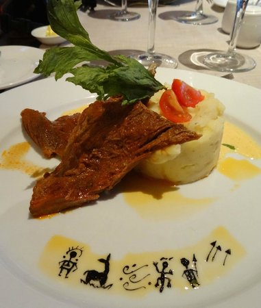 Alto Atacama Desert Lodge & Spa: Beautifully decorated dinner
