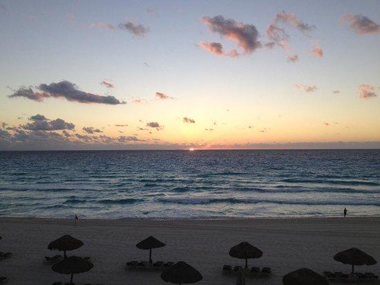 The Royal Islander All Suites Resort: Vista camera