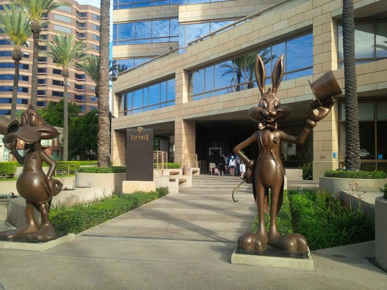 Warner Bros. Studio Tour Hollywood : At the security entrance to the VIP Tour