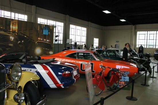 Warner Bros. Studio Tour Hollywood : Recognizable cars from movies