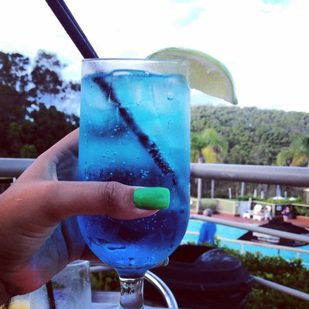 Opal Cove Resort: Happy Hour - BLUE LAGOON