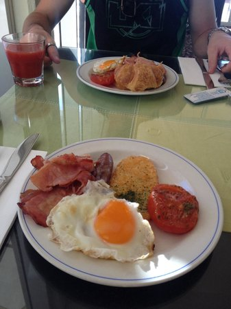 Opal Cove Resort: Breakfast