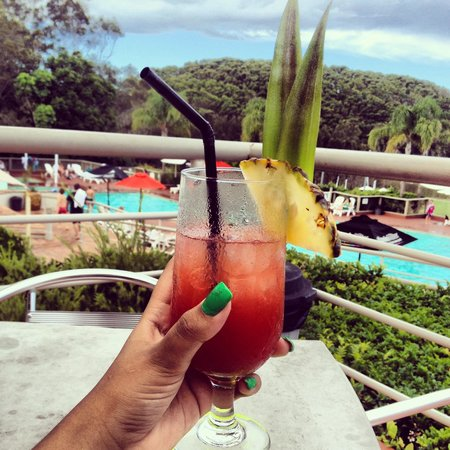Opal Cove Resort: Happy Hour!
