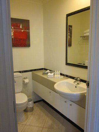 CityLife Auckland: bathroom