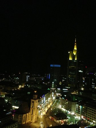 Jumeirah Frankfurt: Vista nocturna desde mi habitación