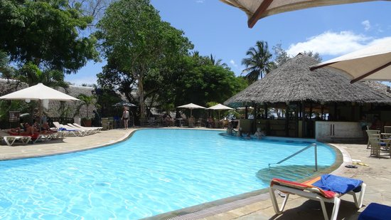 Baobab Holiday Resort: Pool crowded again!